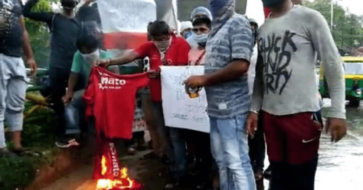 zomato-delivary-boys-boycott-our-company-and-spolled-there-tshirt
