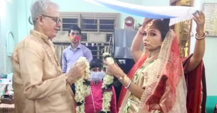 72-years-old-man-get-married-a-young-girl-in-serampore