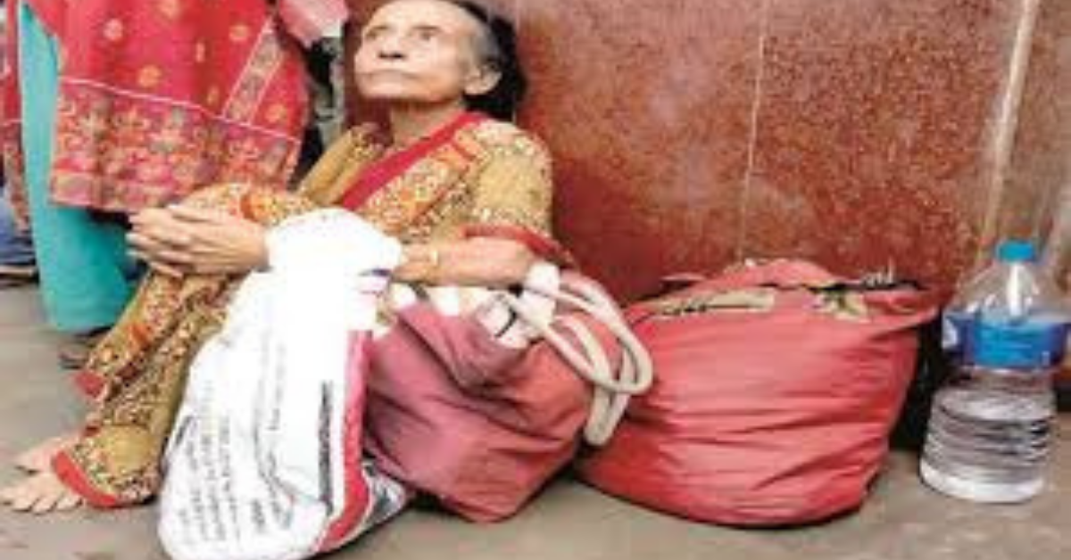 the-old-mother-is-spending-the-day-at-howrah-station-waiting-for-her-son-to-come